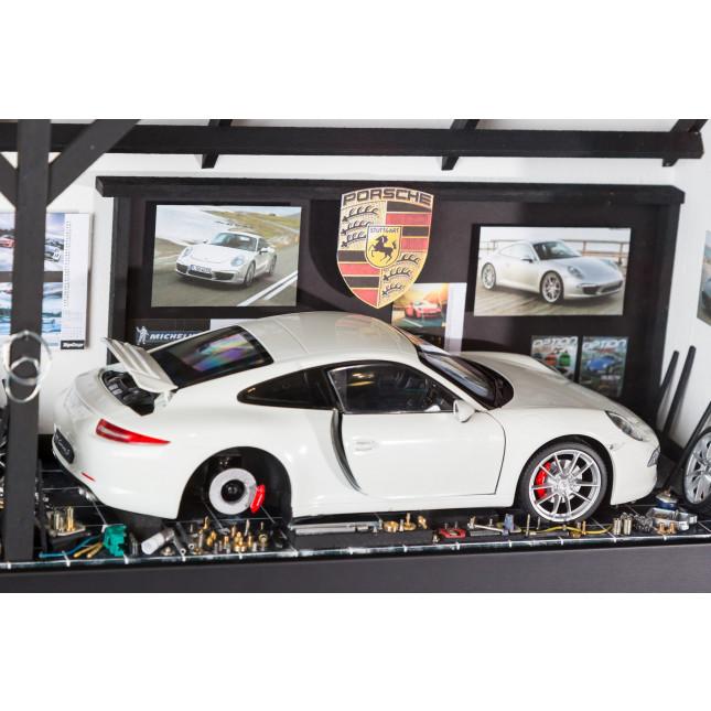La Ruée Vers M Porsche Garage-32